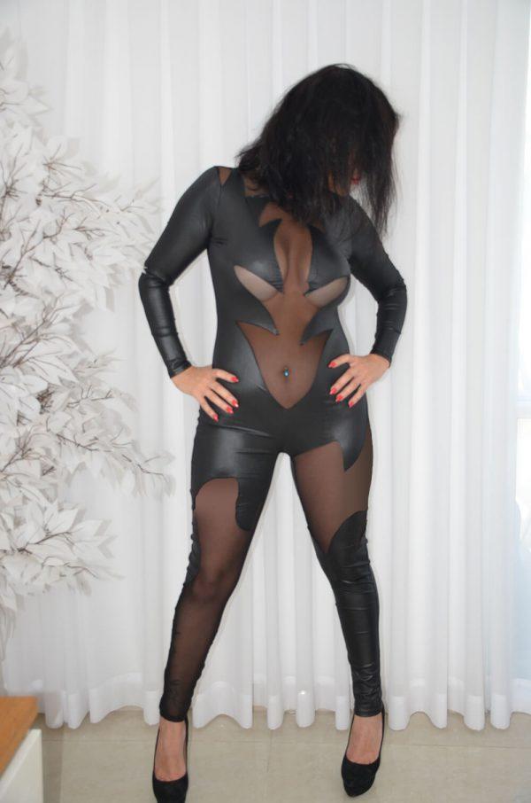 בגדי עור סקסיים לנשים